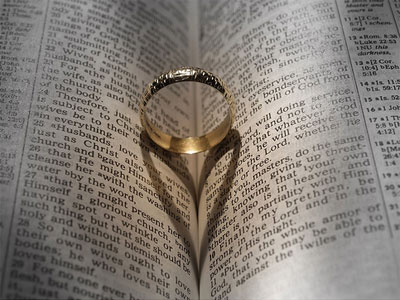 obraczka-i-biblia